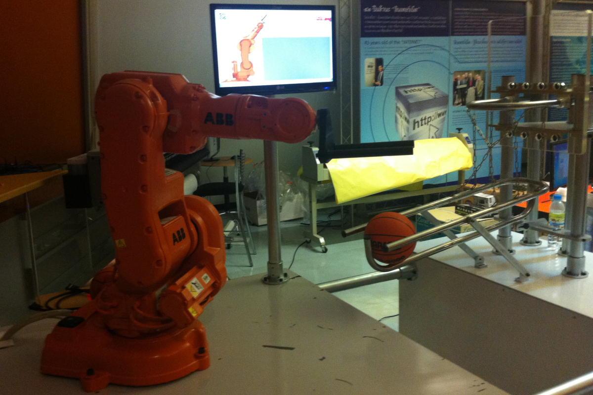 INDUSTRY ROBOT1